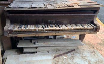 Así, como este piano, es la imagen de la cultura nacional heredada del pasado gobierno en esa cartera