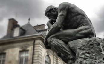 Escultura El Pensador de Rodin en París